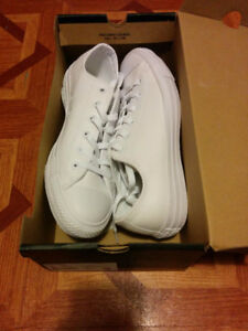 Brand new Converse Unisex White leather / cuir blanc (worth 95$)