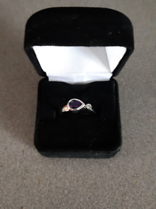 Ladies White Gold Ring with Side Diamond