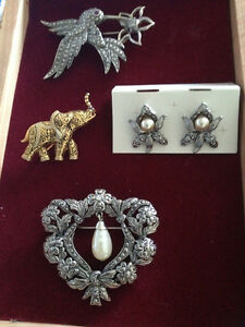AVON Vintage Brooches & 1 Earing Set