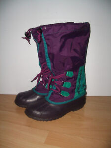 like new  ** SOREL ** Bottes d'hiver boots  size 7 - 7.5 US lady