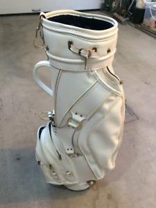 Golf Bag blanc $35 - Golf bag Titleist $75 - Set de batons $50