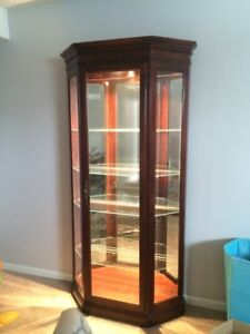 Howard Miller Curio/China Cabinet