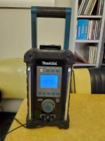 Makita BMR100W FM/AM Job Site Radio/MP3 Player
