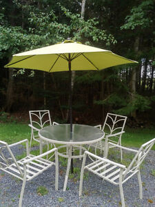 DECK/PATIO TABLE WITH FOUR CHAIRS AND UMBRELLA