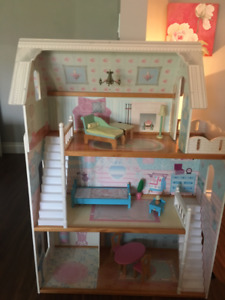KidKraft Doll House great condition with furniture