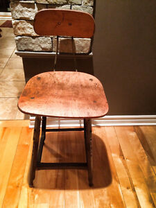 Tabouret industriel antique