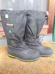 Baffin Snow Boots size 9