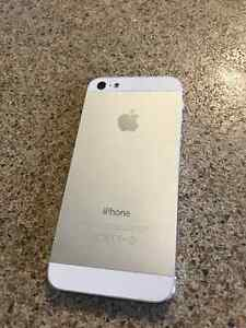 iPhone 5 64gb perfect condition St. John's Newfoundland image 2