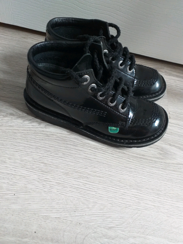 34809ced Girls kickers school boots size 2 patent leather like new | in ...