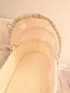 Cheap baby bassinet in fantastic condition! Barely used!