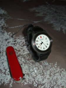 "Duo "" VICTORINOX "" ( Swiss Made ) :  Montre et couteau"