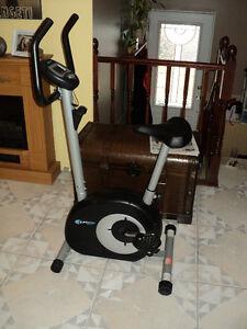 velo stationnaire pt fitness 100$ferme pas négociable