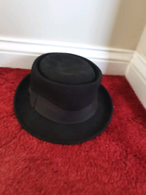 Black felt hat from h&m, very good condition cost £20
