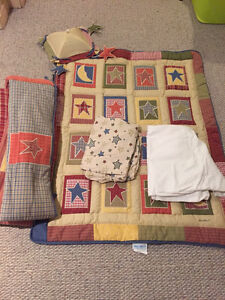Crib bedding (Eddie Bauer)