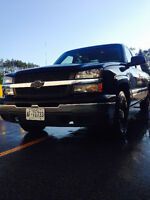 2003 Chevrolet Silverado Ext Cab, levelling kit and 30s. Mint!!