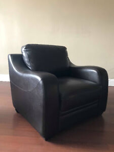 LEATHER ARMCHAIR - MINT CONDITION $100