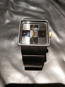 BRAND NEW NIXON MATTE BLACK AND GOLD WATCH