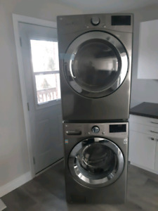 1 Bedroom w/Insuite Laundry, 1 Car Parking Included