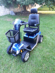 Pride Pursuit XL mobility scooter - Excellent condition