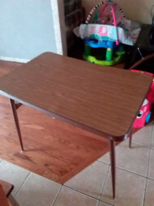 Small table with 1 broken leg