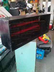 Display box with red plexiglass and dual florescent West Island Greater Montréal image 2