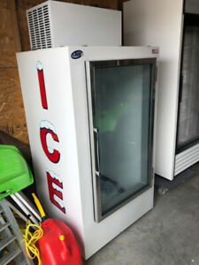 30 CUBIC ICE FREEZER
