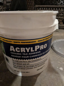 Tiling adhesive - partial container