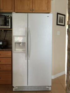 Kenmore - refrigerator/freezer, Water and ice maker