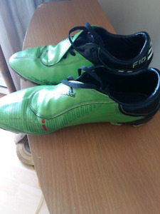 Adidas soccer cleats size 10