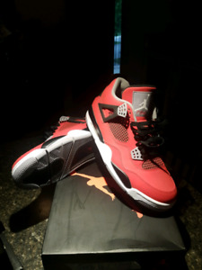 Air Jordan retro Toro 4's Size 10.5