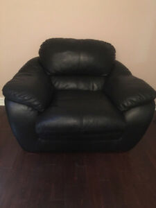 100% genuine Leather Black Chair!! Great condition !!-