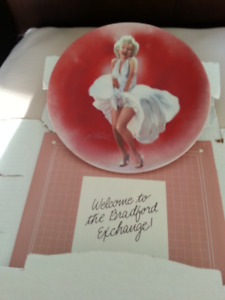 MARILYN  MONROE   ..   BRADFORD  EXCHANGE  PLATE