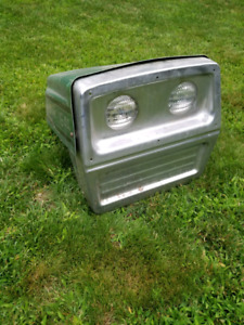 Lawn tractor hood