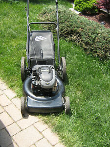 Gas Lawn Mower Murray in very good condition with bag