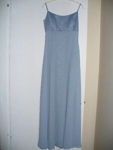 Beautiful Bridesmaid/formal/prom dress! Color: cornflower