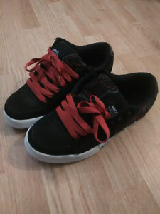 World industry mens size 13