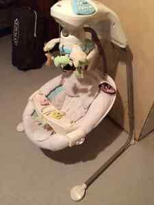 Fisher-Price My Little Lamb Cradle 'n Swing West Island Greater Montréal image 3