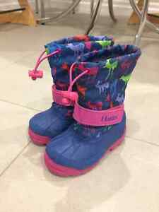 Size 7 Hatley Toddler Winter Boots: Brand New and Unworn