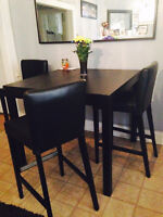 Bar Height Table for 4 Excellent Condition