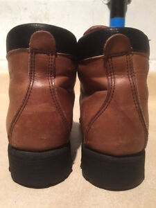 Women's Wilderness Hiking Boots Size 6.5 London Ontario image 2