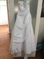 1 White wedding dress size 4 in new condition.