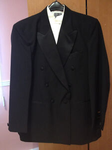BRAND NEW TUXEDO-NEVER USED!!! (TIE INCLUDED)