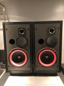 CERWIN-VEGA D3 3 way stereo speakers MINT!! $200