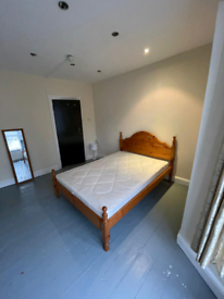 2 rooms available in large furnished house close to Leyton Midland Sta