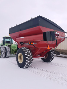 2011 8250 unverferth Grain cart