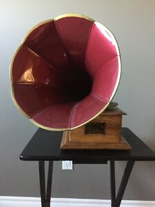VICTOR JUNIOR PHONOGRAPH WITH RED PETAL HORN