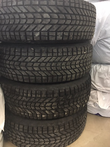 SET of 4 winter tires Firestone Winterforce on rims 225-70R16
