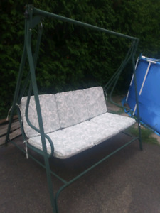 BALANCOIRE 3 PLACES//3 SEAT SWING/40$//DECENT CONDITION
