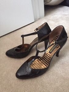 Ladies Size 7.5 Shoes - Guess by Marciano & Enzo Angiolini