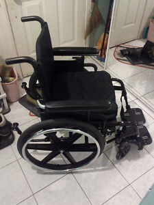 "wheelchair folder and cushion with footrest size 16""x18"""